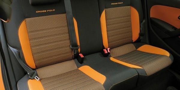 Яркие сиденья с подголовниками