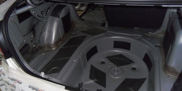 Заводская шумоизоляция багажника