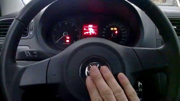 Звуковой сигнал на рулевом колесе